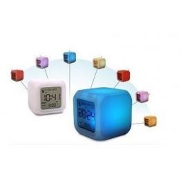 Часовник с форма на куб - LED